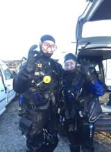 Fornøyde dykkere etter bestått kurs